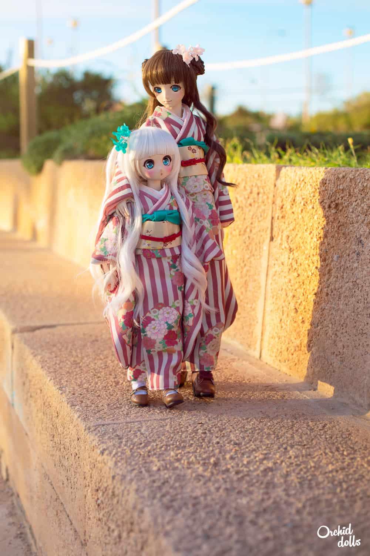 custom Dollfie Dream DDH-01 and M.O.M.O. caminando con kimono