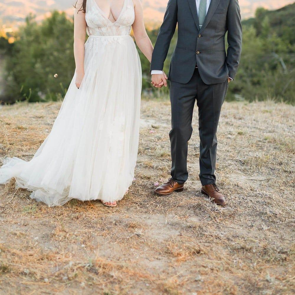 covid wedding bride and groom wearing masks