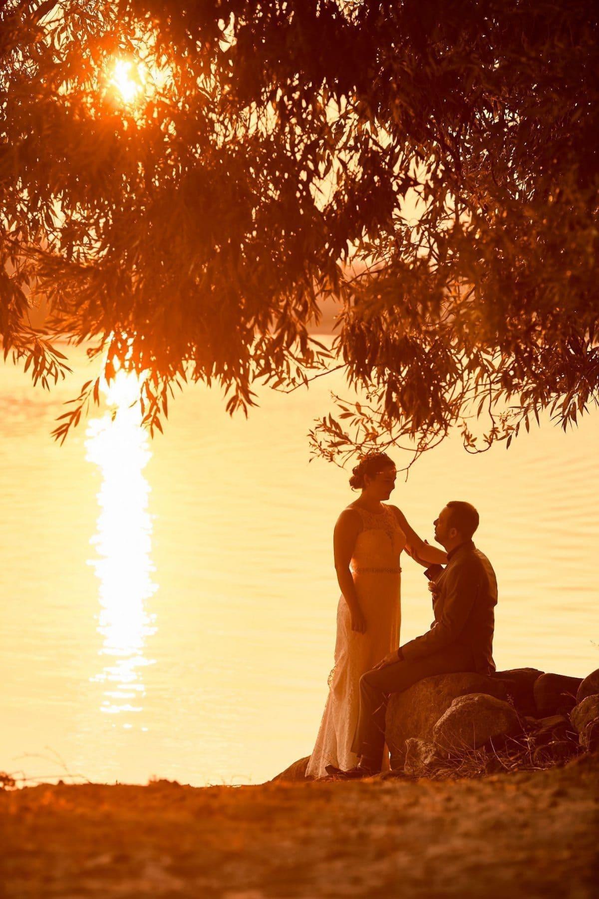 Wedding photography sunset cottage lake