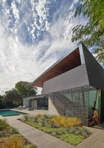 MidCentury Modern Contextual Exterior View: Edgewood House in Palo Alto, California in the United States