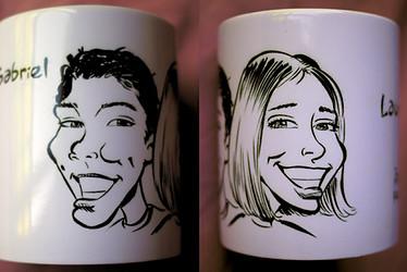 Double caricature sur une tasse