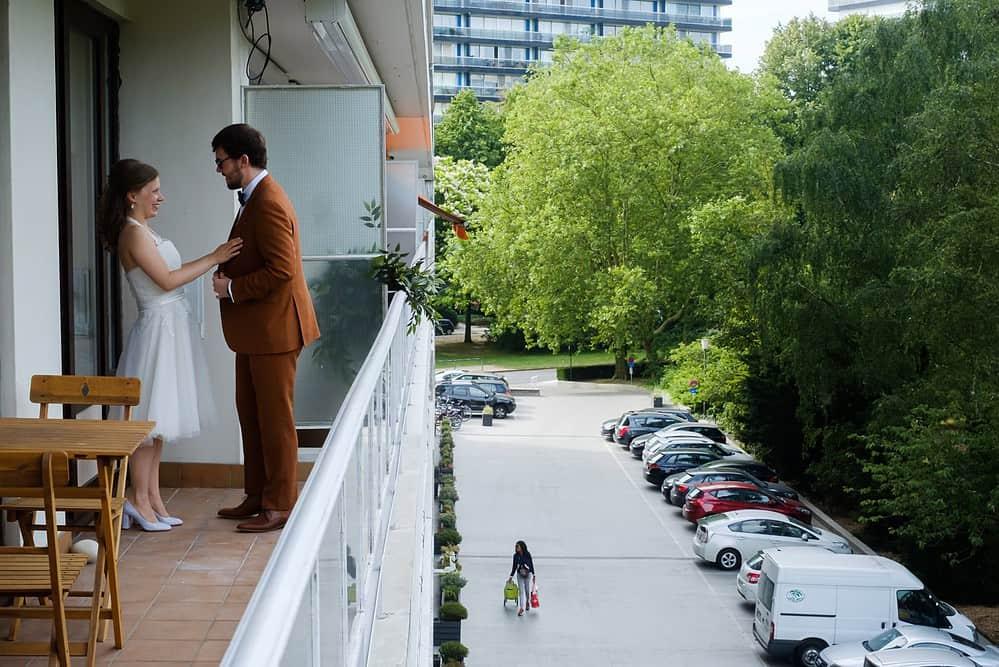 First look op het balkon van appartement in Antwerpen Berchem