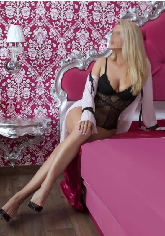 Simone on a nice pink bed