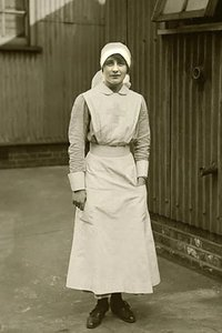 Vera Brittain dans son uniforme d'infirmière