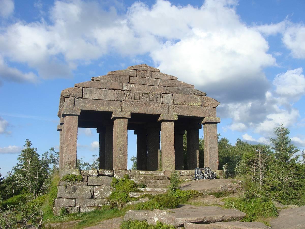 Vue Ouest du temple-musée