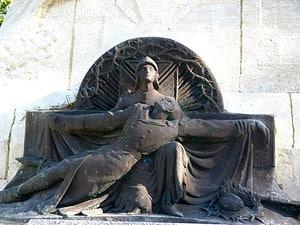 Monument aux morts des 106eme et 132eme régiments d'infanterie réalisé par Maxime Real del Sarte aux Eparges. Ce monument a été vandalisé en 2015.